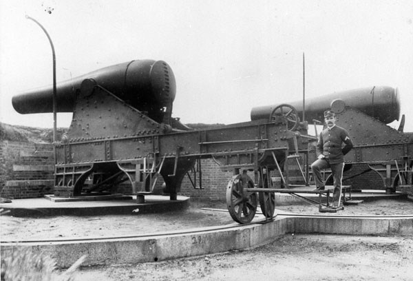 Rodman cannons mounted on Alcatraz in the 1800s.