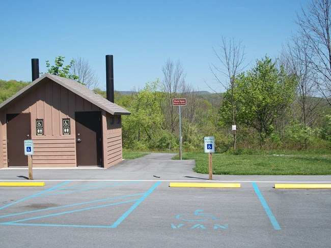 Photo of comfort station and parking at Foot of Ten
