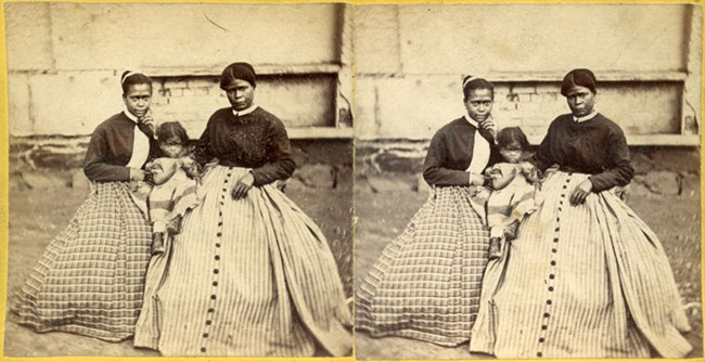 Civil War Era Stereogram photo of Selina Gray and two of her daughters