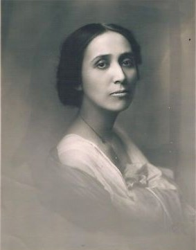 black and white portrait of Laura Cornelius Kellogg 1925 wikimedia