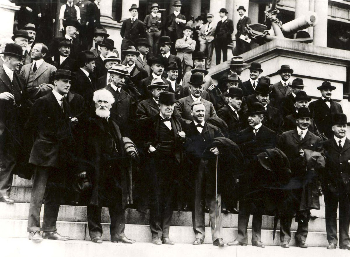 Edison with the Naval Consulting Board on the east steps of the State, War and Navy Building, October 7, 1915. Navy Secretary Josephus Daniels stands to Edison's left. Assistant Navy Secretary Franklin D. Roosevelt is in the front row, far left.