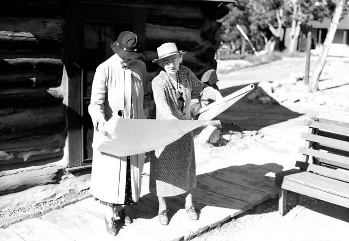 Mary Colter shows blueprints to contractor.