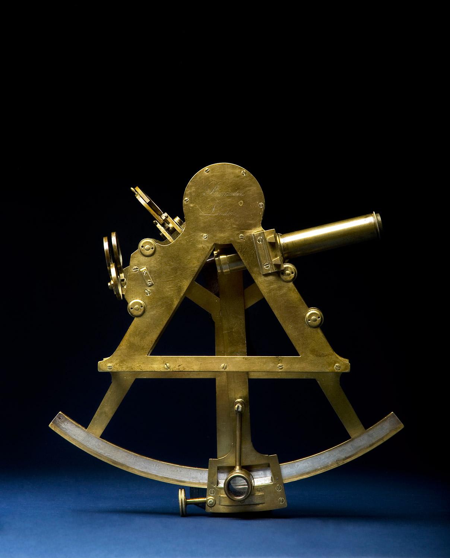 Artificial horizon sextant