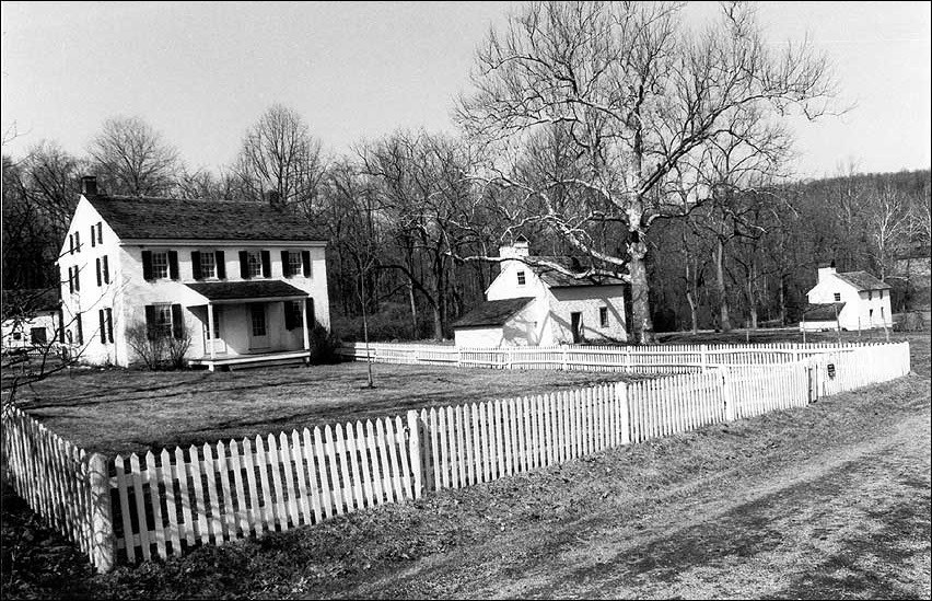 Tenant Houses surrounded by white picket fence. (National Park Service, Joseph Lee Boyle, photographer)