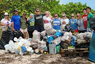 Coastal Cleanup volunteers