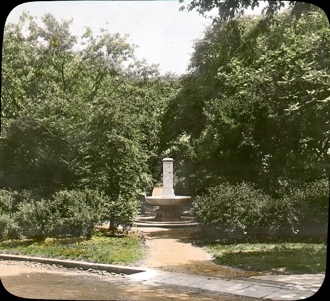 The Butt-Millet Fountain surrounded by trees, which have since been cut down