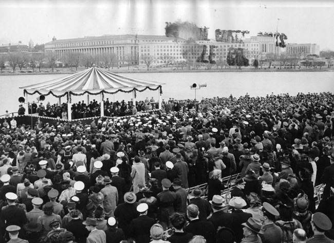 Crowd at the dedication of the Jefferson Memorial, April 13, 1943