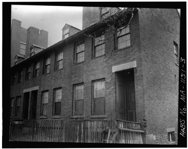 Brick boardinghouse in Lowell. HABS. Library of Congress. Public Domain
