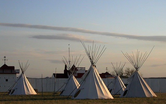 teepees outside of fort union