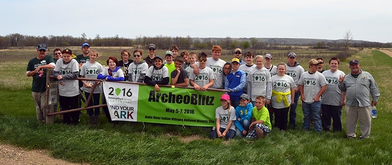 Several student volunteers at ArcheoBlitz