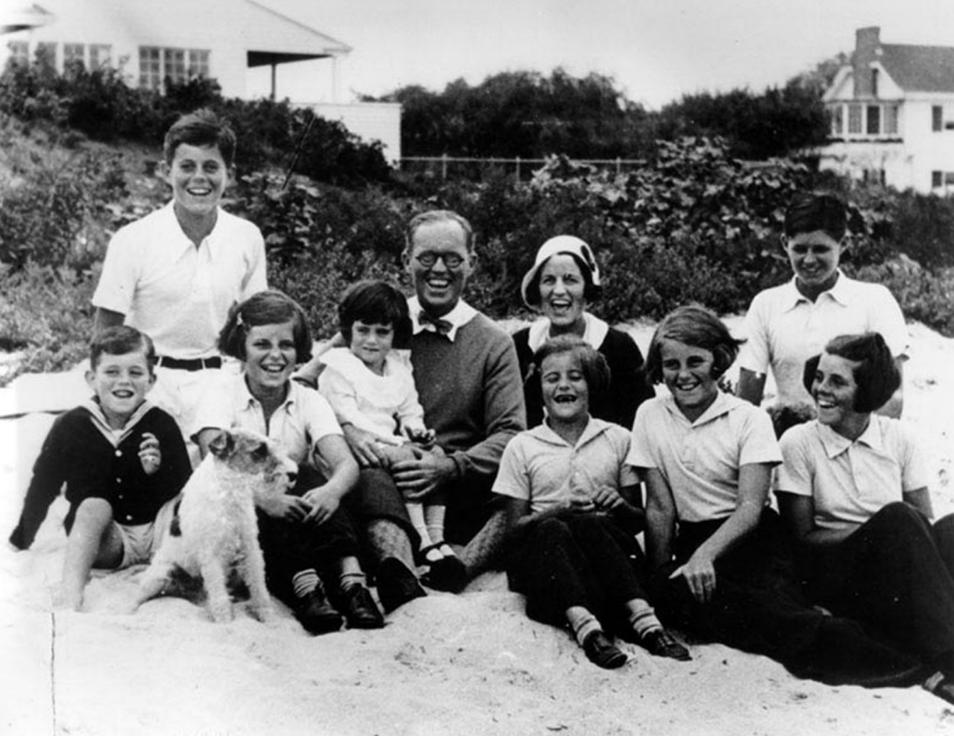 A family with eight children posing on a beach
