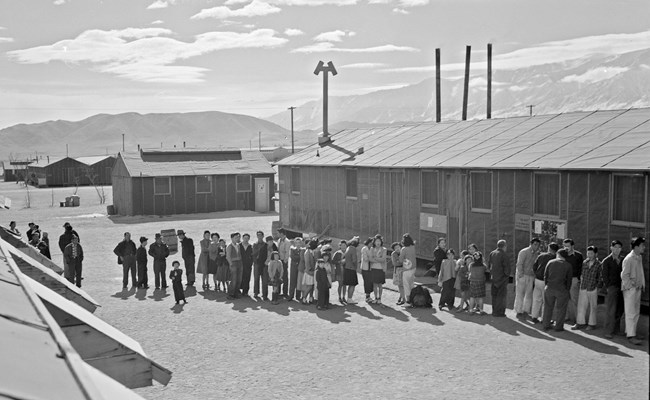 Mess line at of Japanese Americans at the Manzanar Relocation Center