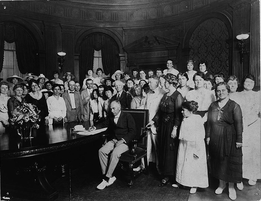 Missouri Governor Frederick Gardner signing a resolution ratifying the 19th Amendment to U.S. Constitution. Missouri became the 11th state to ratify the amendment. Library of Congress.