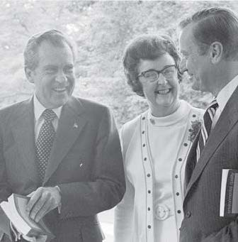Bettie Willard and fellow CEQ members provide Richard Nixon with an annual environmental report.