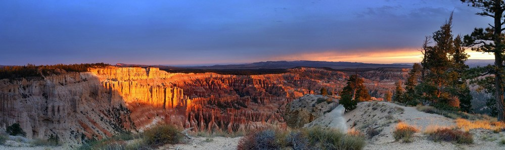 Sunrise at Bryce Point overlooking the amphitheater