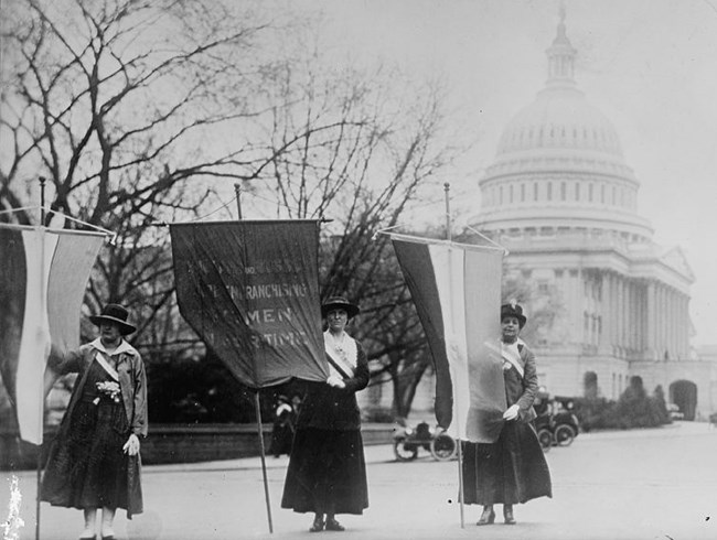 Women picket outside of the Capitol Building in the District of Columbia, 1917. Library of Congress, Harris & Ewing Collection.