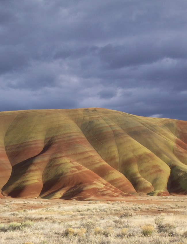 the colorful painted hills