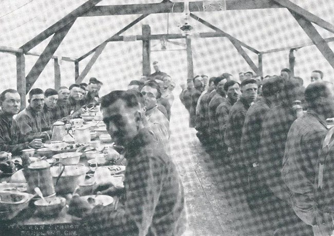 SPD soldiers sit at a table and eat a meal