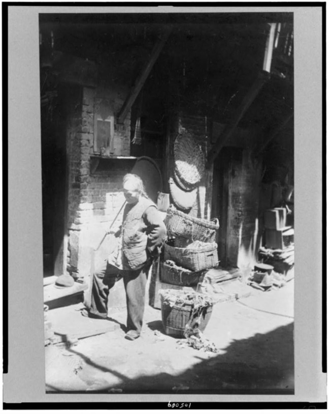 Chinese rag picker in San Francisco Library of Congress