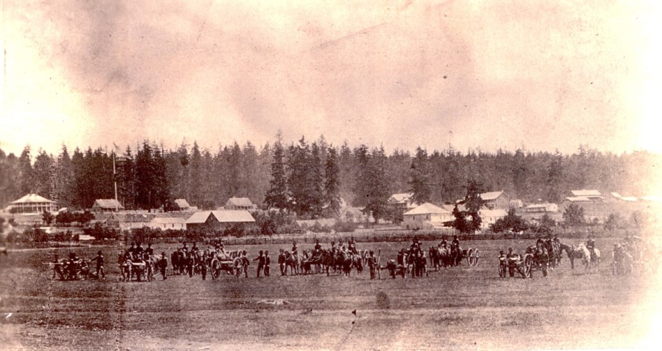 Photo of troops and horses at Vancouver Barracks