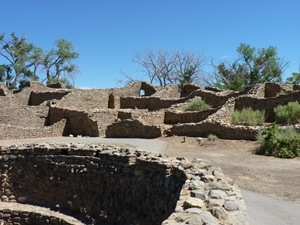Picture of Aztec West kiva with walls behind