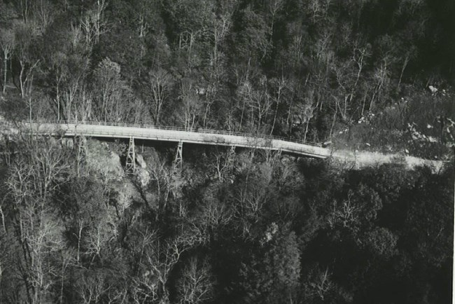 Black and white photo of Linn Cove Viaduct construction in 1979