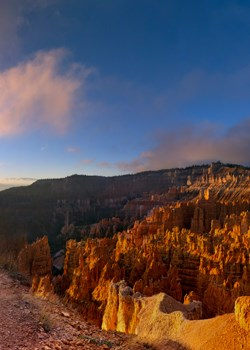Sunrise on the Rim Trail near Sunset Point.