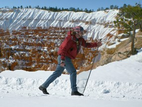 skiing along canyon rim with hoodoos in the background