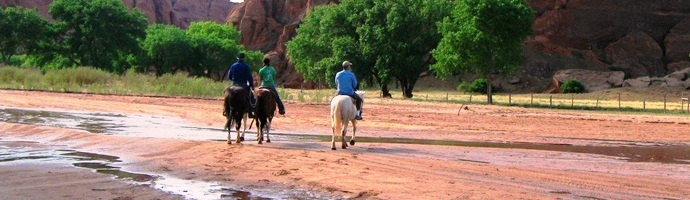 Canyon tour by horseback with Navajo guide