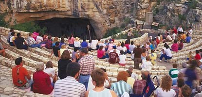 From mid-May through mid-October, visitors to Carlsbad Caverns National Park can enjoy the evening Bat Flight program.