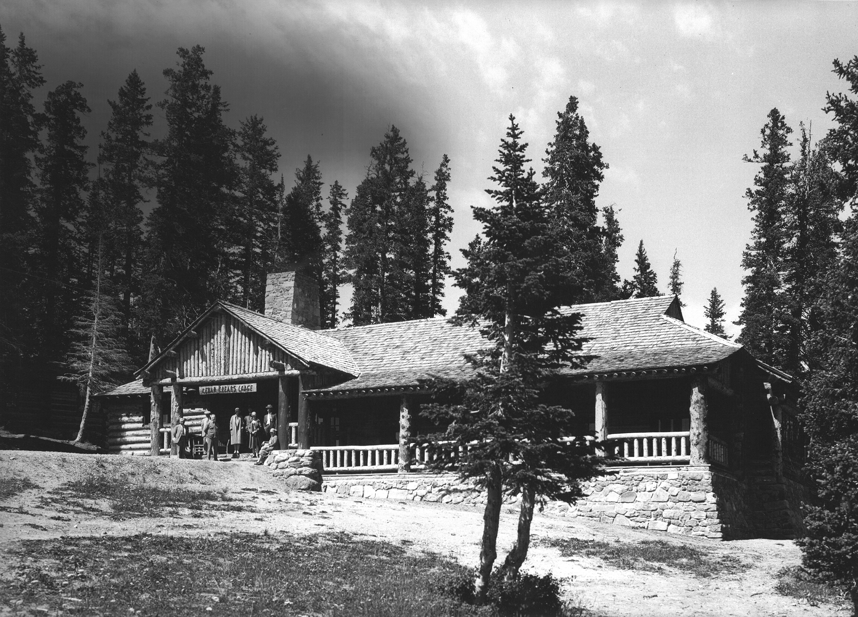 Old Black and white photo of Cedar Breaks Lodge