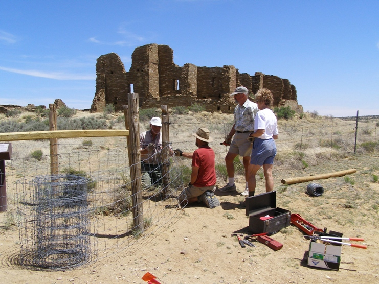 Photo of Sierra Club repairing fencing at Pueblo Pintado