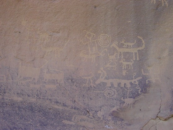 Photo of petroglyphs above Una Vida