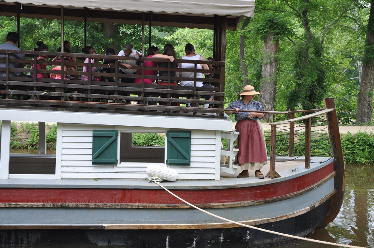 Students ride the canal boat into Lock 20