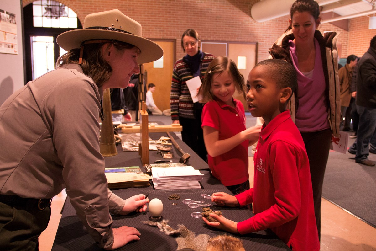 A Ranger discusses the natural resources of the canal with a student.