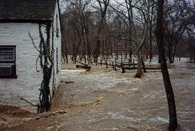 Photo of flood of January 1996 at lockhouse six