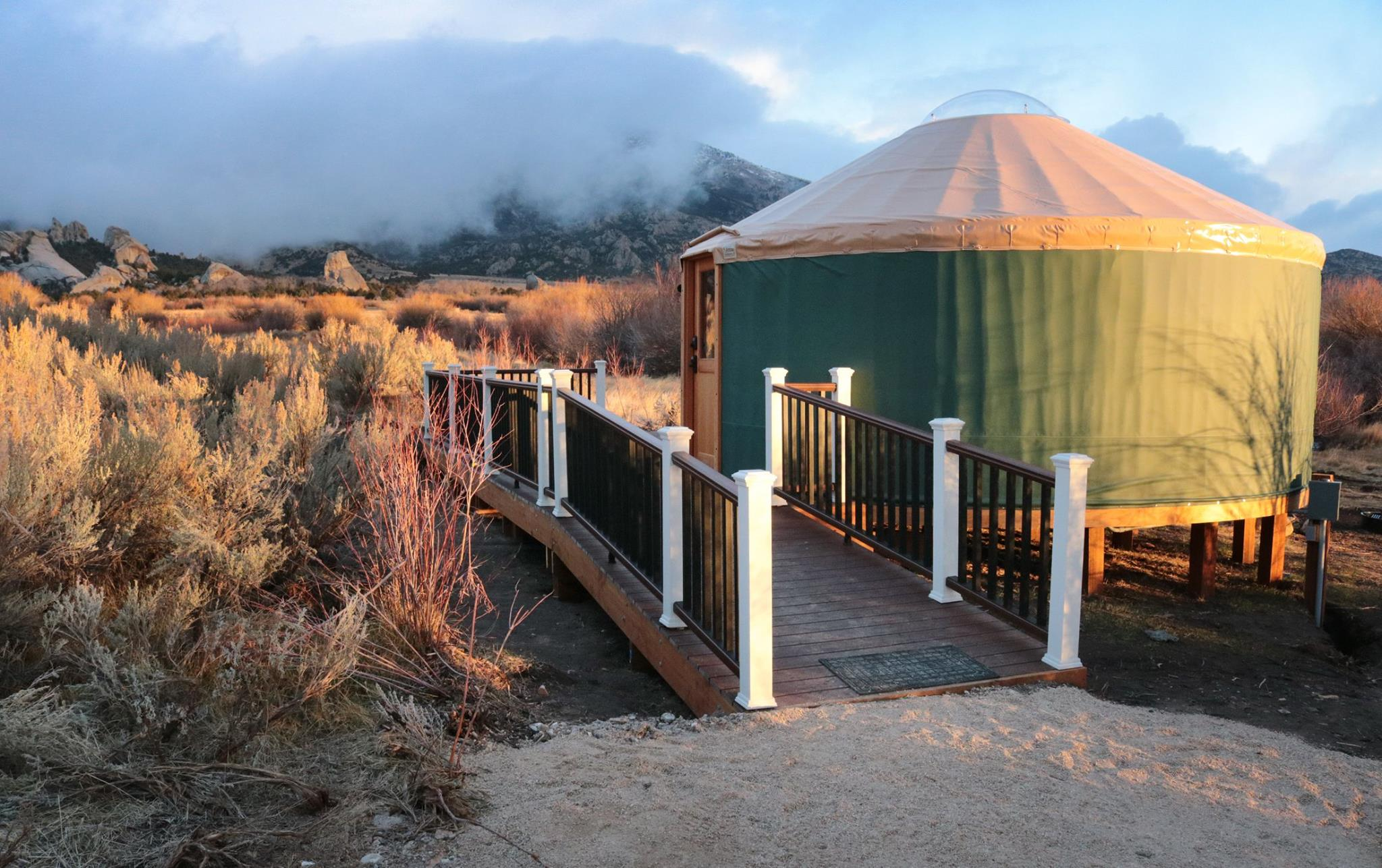 Castle Rock Lodge, Bunkhouse and Willow Glamping Yurt - City