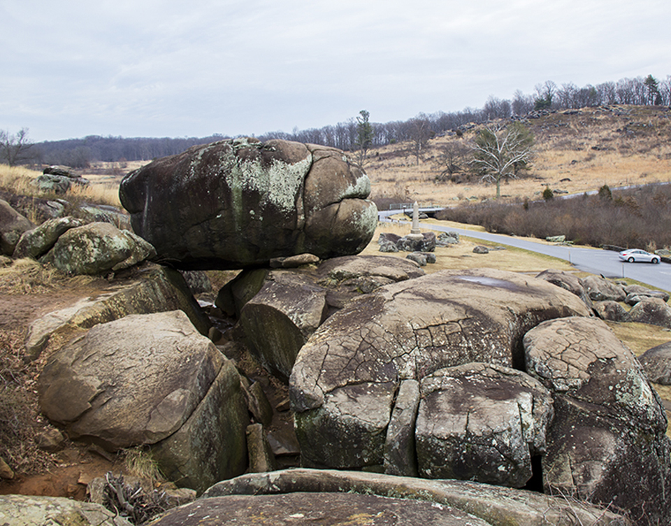 Modern view of the boulders of Devil's Den also shows the western slope of Little Round Top in the distance to the right.