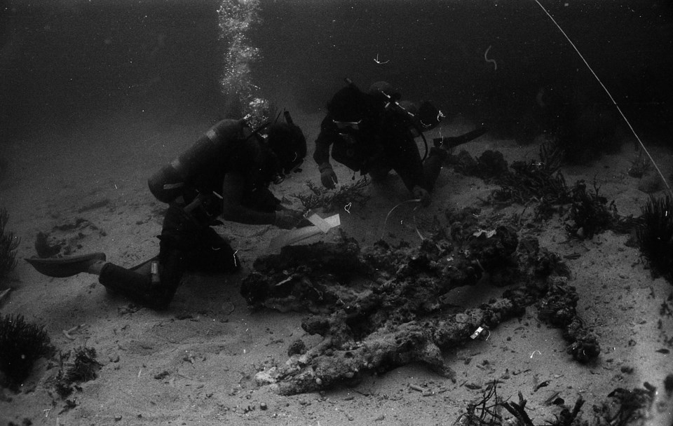 Underwater archeologists surveying a sunken anchor in 1981 (NPS, SEAC)