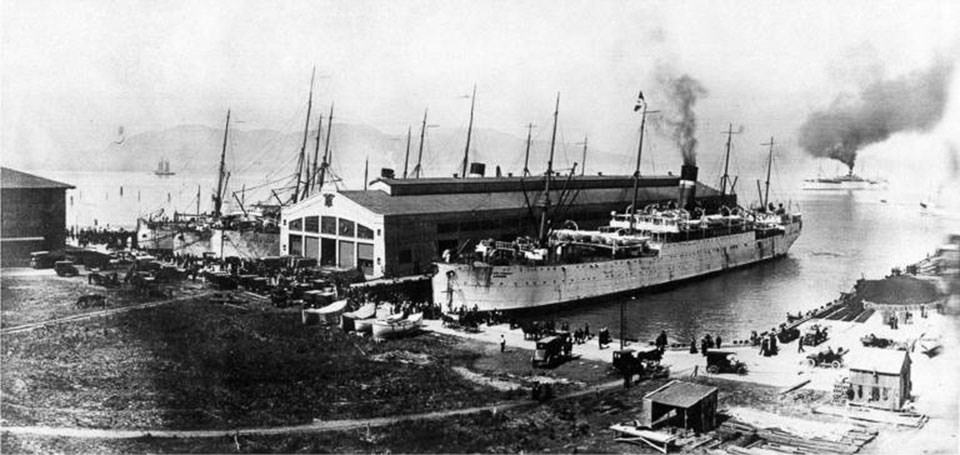 Photo of Fort Mason Pier 2 c1915. USAT Logan in Dock