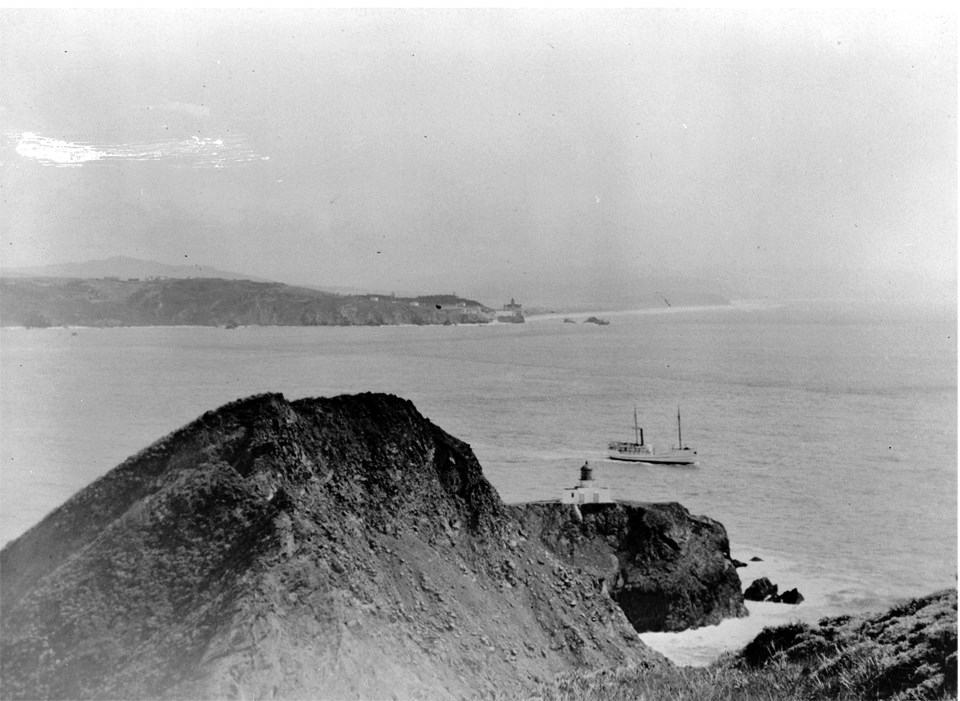 golden gate strait in black and white