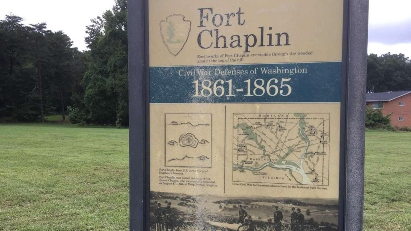An interpretive panel describes Fort Chaplin