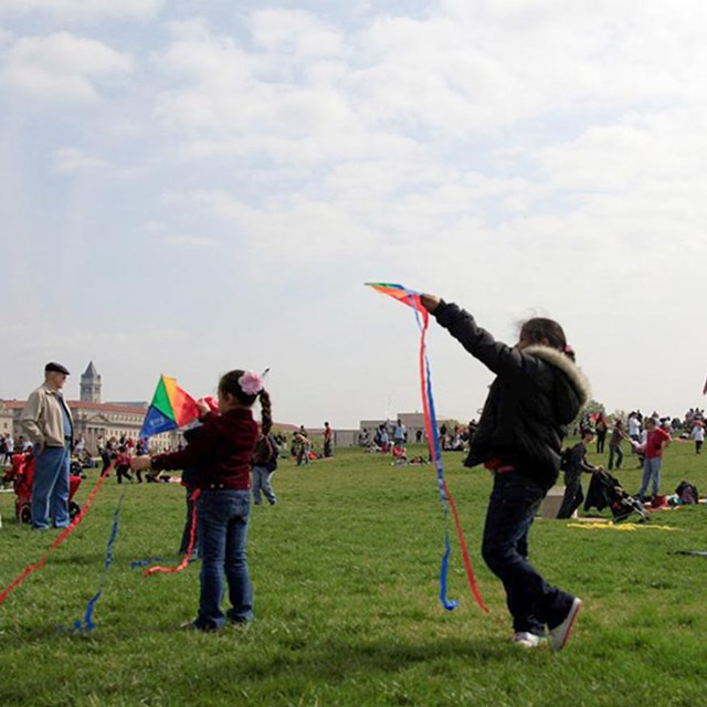 Photo of kids playing with kites on the National Mall in Washington DC