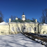 The Washington\'s Headquarters Museum, which resembles Mt. Vernon, on a winter day surrounded by snow