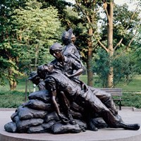 Statue of two women caring for fallen soldier.