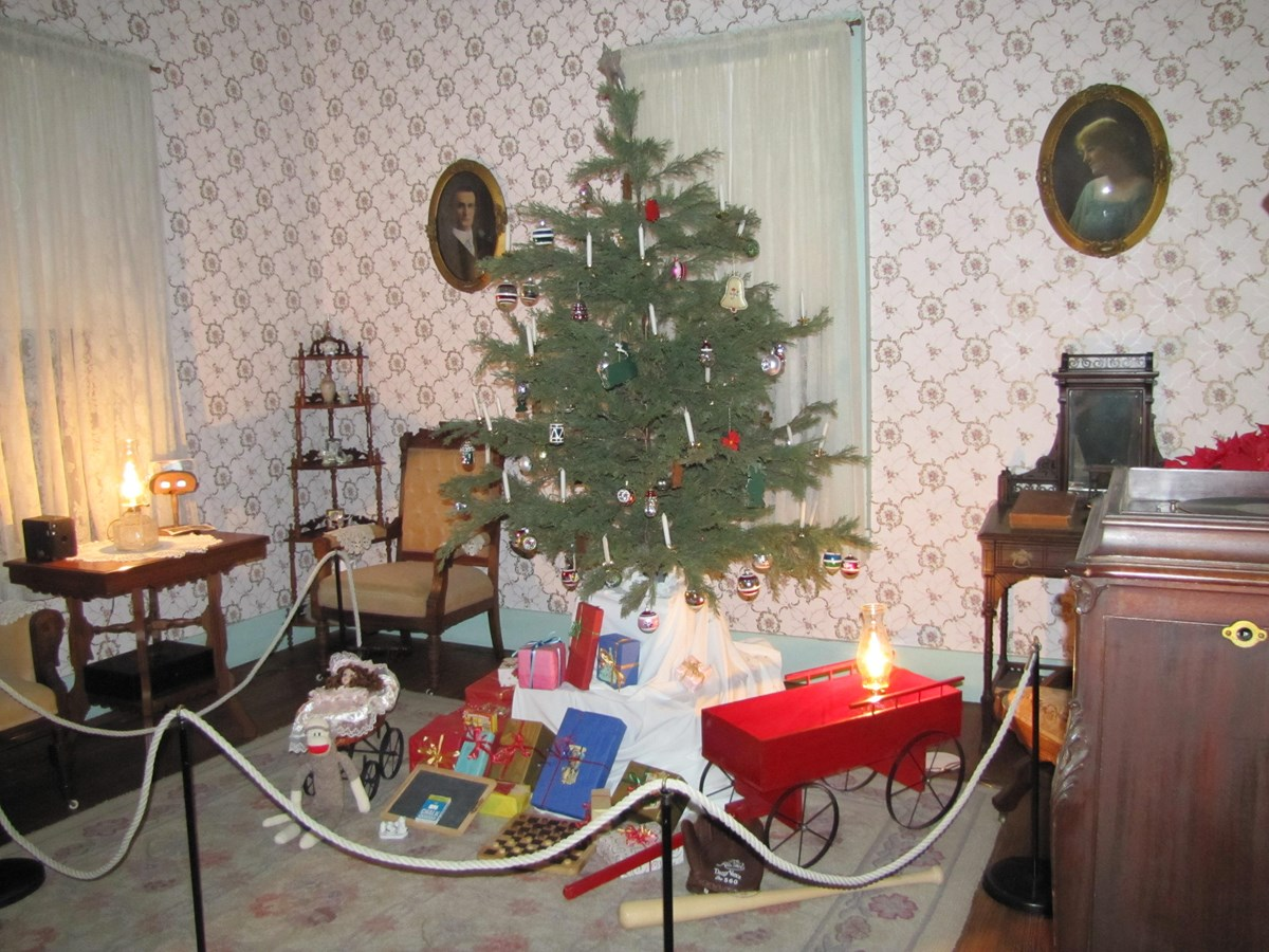 Childrens' toys surround a Christmas tree in the parlor of Lyndon Johnson's Boyhood Home.