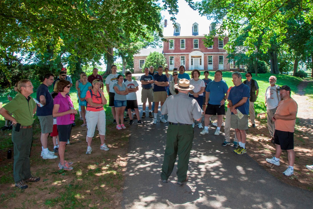 Visitors and ranger prepare to tour the Thomas House