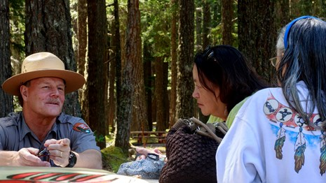 Ranger talks to visitor at Mount Rainier