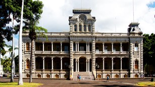 front view of Iolani Palace