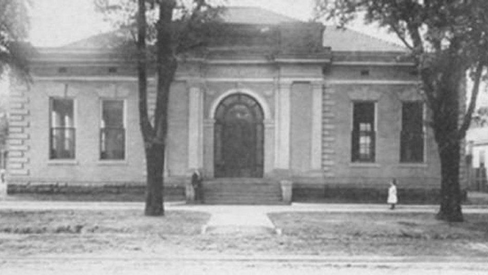 Black and white photo of front of Selma Carnegie Library. CC0